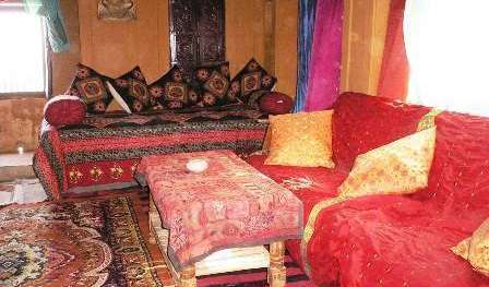 Find cheap rooms and beds to book at hotels in Bikaner