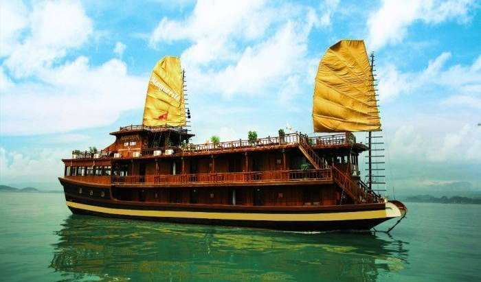 Find cheap rooms and beds to book at hotels in Ha Long